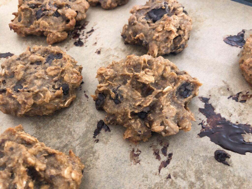 スニッカーズ風オートミールクッキーのレシピ